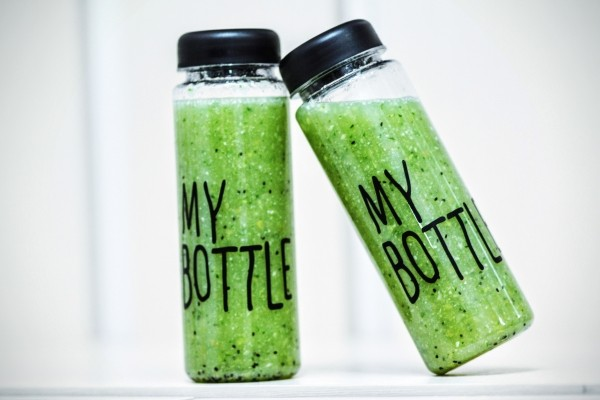 bottle-smoothies-detox-drink-healthy-green-fresh